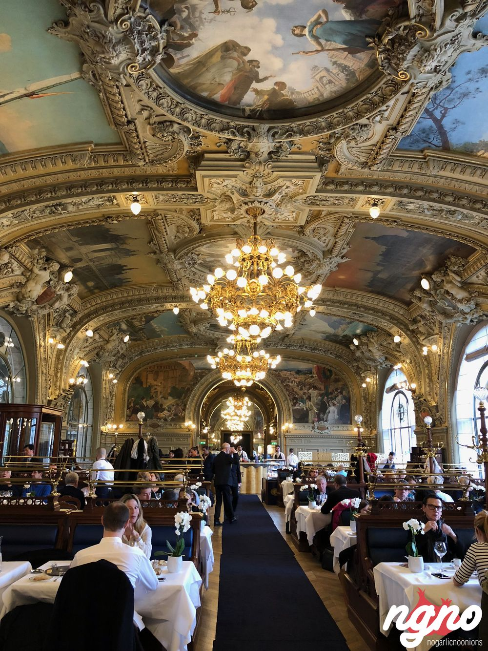 le-train-bleu-gare-lyon-paris-nogarlicnoonions812017-11-13-08-04-36