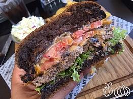 Roadster's Black Burger is Good!