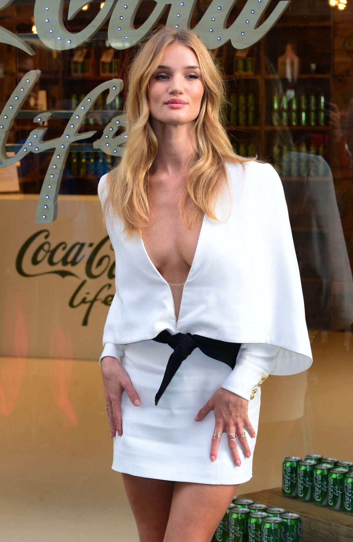 rosie-huntington-whiteley-at-coca-cola-life-launch-in-london_1