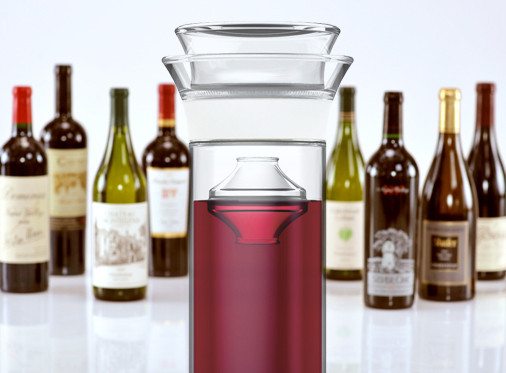 wine_and_savino_group_with_bottles_grande