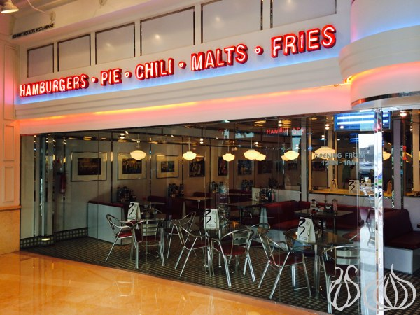 Johnny_Rockets_Hamburger_Dubai01