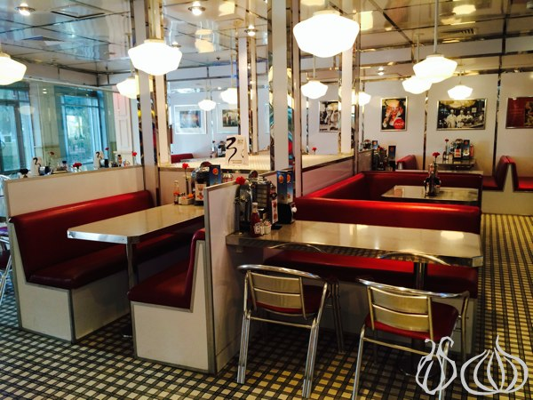 Johnny_Rockets_Hamburger_Dubai04